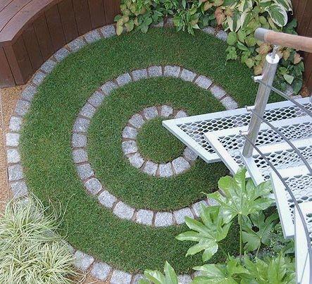 Circles in the landscape for Circular lawn garden designs