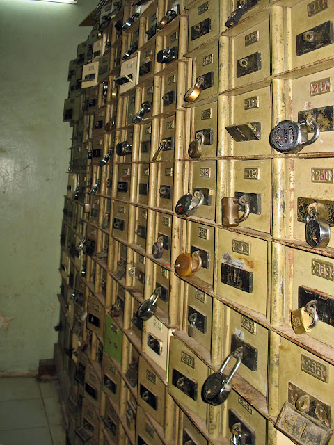 safety deposit boxes in bank