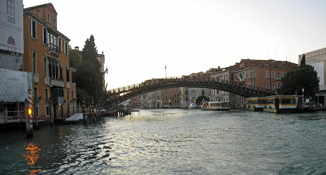 canal plus venice bridge