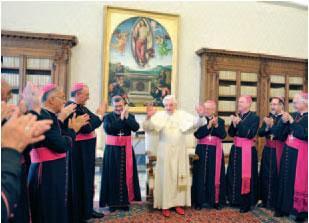 Benedicto XVI recibe en su biblioteca privada a los obispos de la Región Norte de la Conferencia Episcopal de Brasil en visita