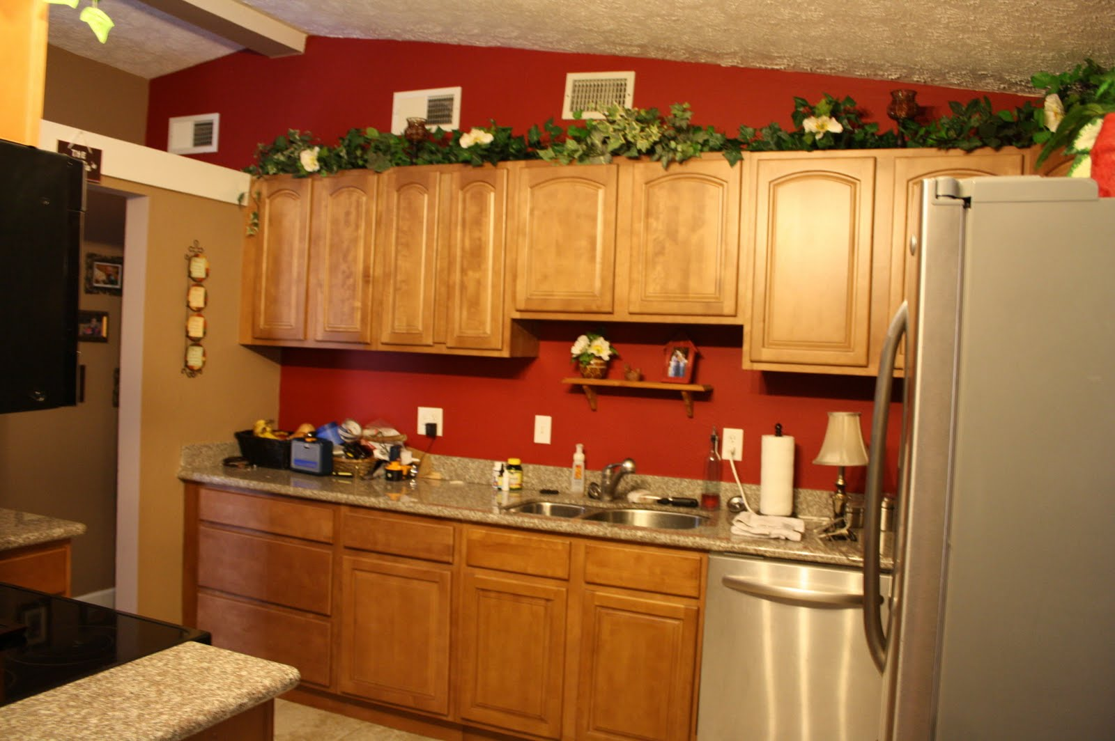 Red kitchen paint pictures ideas tips from hgtv hgtv for Red wall kitchen ideas