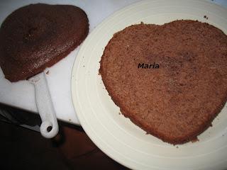 Tarta corazón nata rellena de mermelada de granada