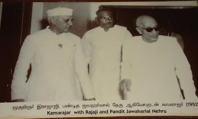 http://4.bp.blogspot.com/_5zYVUbYMkvA/SNFD7cbb8jI/AAAAAAAACVs/rn2wqQt3Nkc/s400/Nehru-Rajaji.jpg