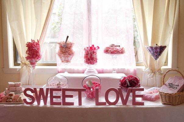 Black velvet chair wedding 39 s candy buffet for Table theme gourmandise