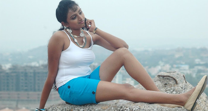 waheeda spicy in white shorts in thakita thakita actress pics