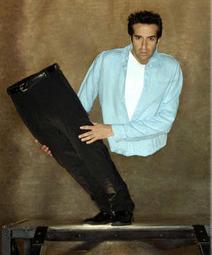 http://4.bp.blogspot.com/_62vP77j4mD8/RxpuWu_12ZI/AAAAAAAABCs/mWH1xeYIIVo/s400/tournee_david_copperfield_large.jpg