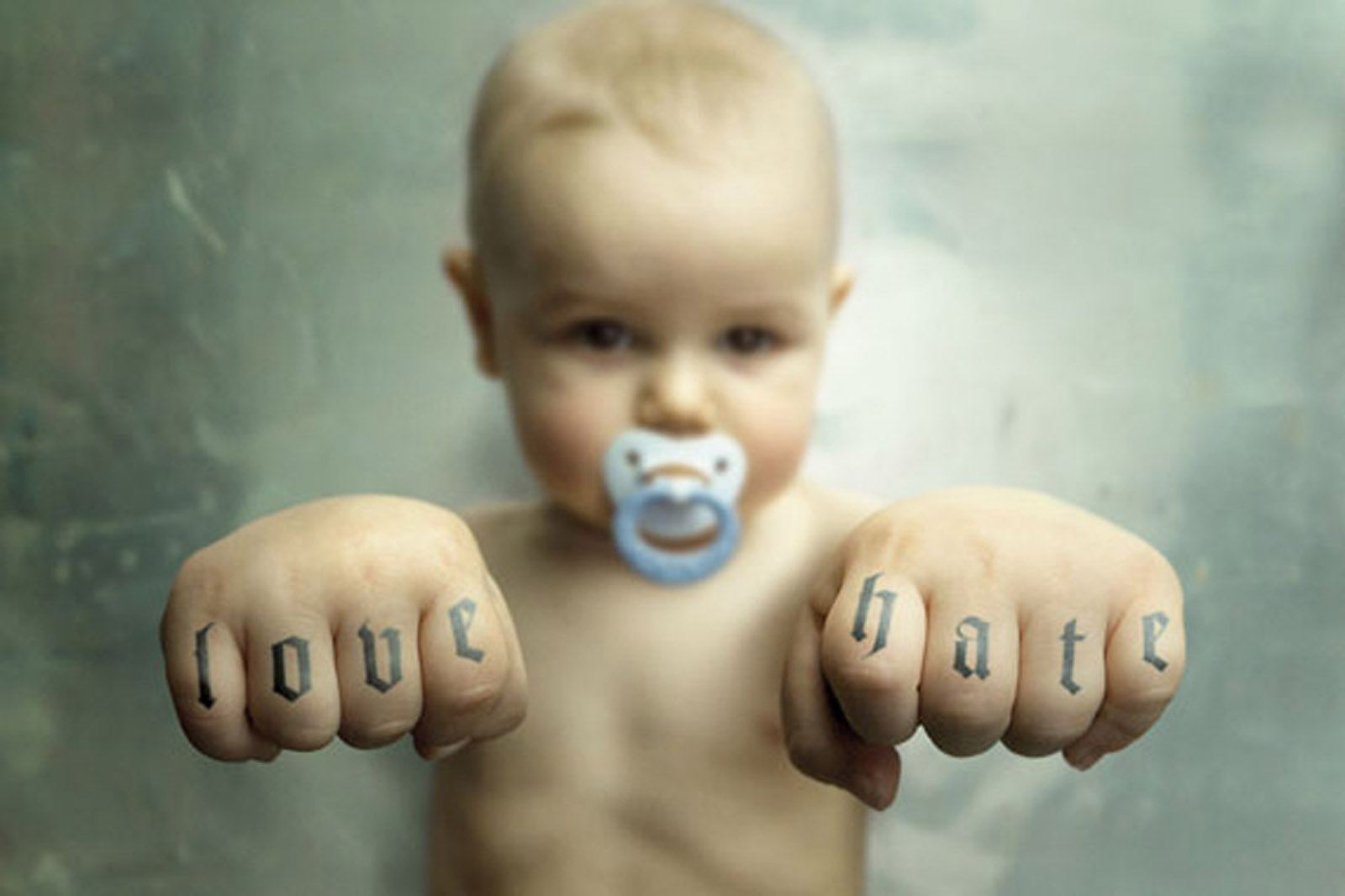 http://4.bp.blogspot.com/_63vInxRS3yQ/TOBaKYrXyKI/AAAAAAAAAZc/-hCl8ncXujM/s1600/funny-baby-wallpapers-collection65.jpg