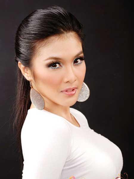 Sandra Dewi In Sexy White Dress Picture