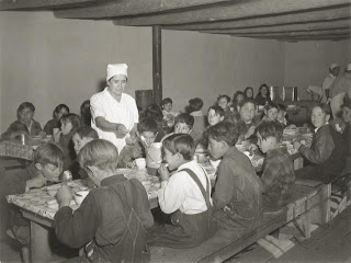 American schoolchildren eating hot school lunches (1941)