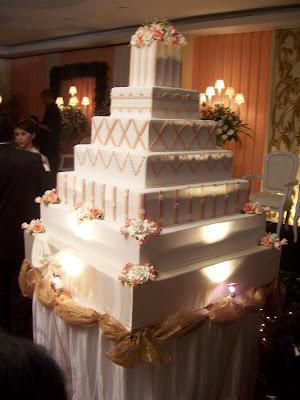[Image: AB+Wedd+Cake+7+tiers+sqr+1A.JPG]