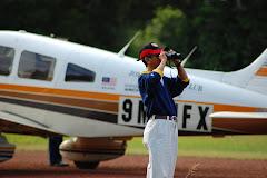Latihan Mengendalikan Pesawat