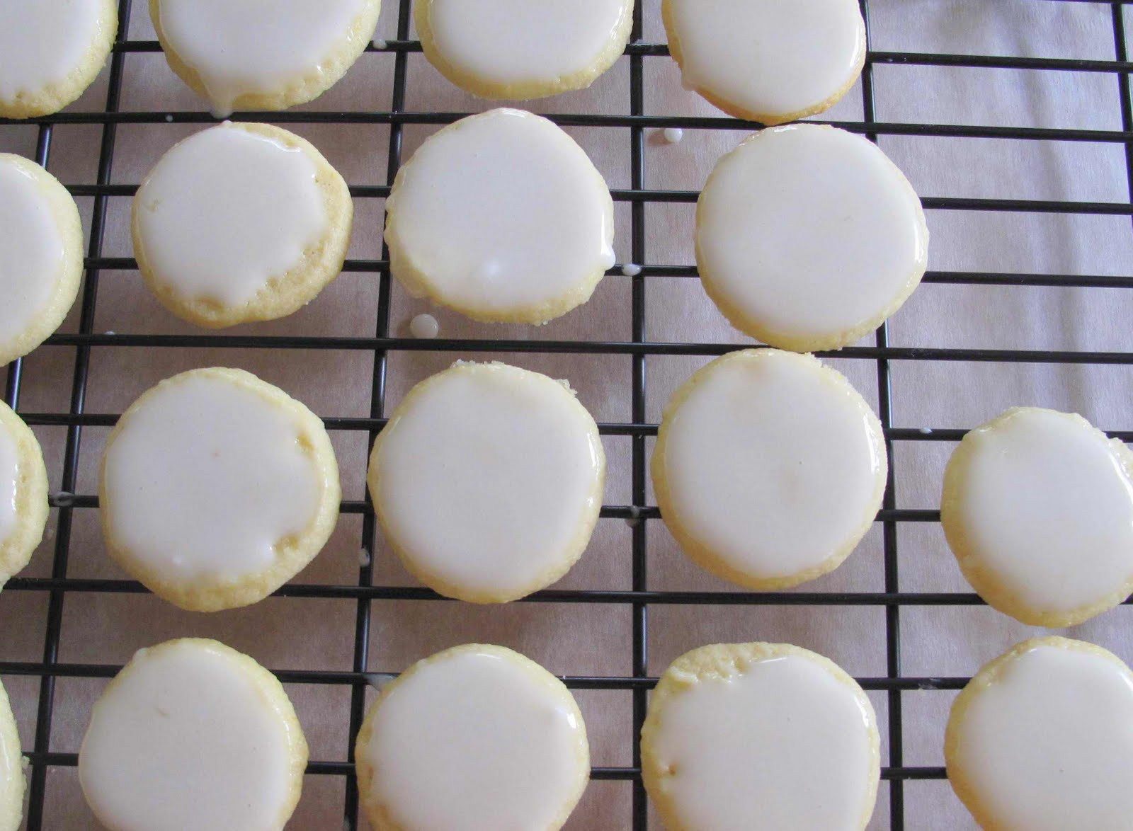 little of this...: {Lemon Glazed Cookies}