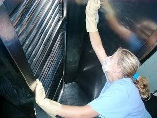 Dalabrya limpieza de pisos paredes y superficies de trabajo for Limpieza y desinfeccion de equipos y utensilios de cocina