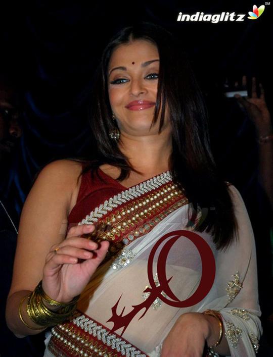 aishwarya wardrobe malfunction on ravana launch