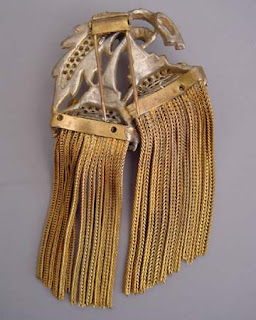 antique dress clip with gold tone chain fringe