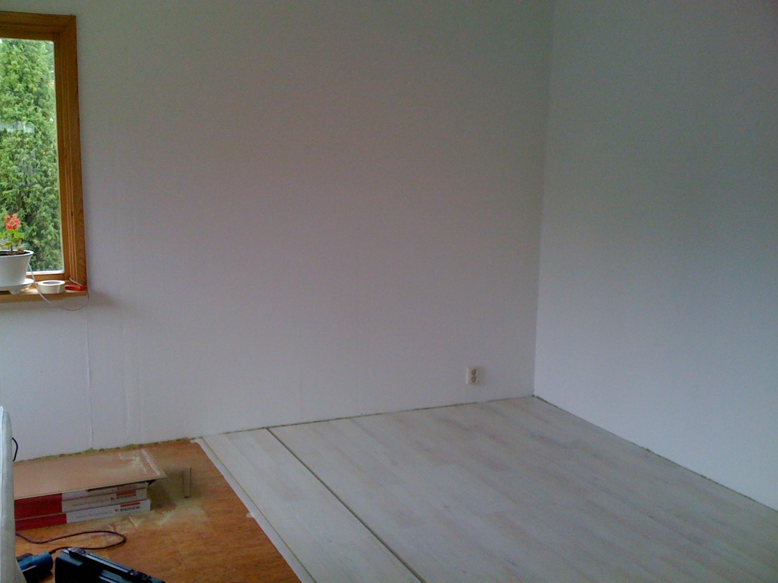 Lilla sommarstugan: nytt golv i vardagsrummet   klickgolv enkelt ...