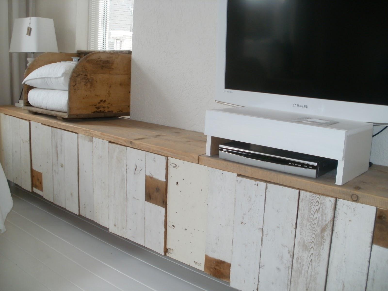 Hemelswitwonen meubel van sloophout for Sloophout meubels