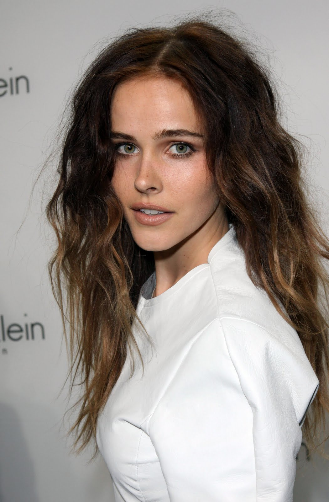 Wallpaper World: Isabel Lucas is Sexy Lady and Actress in