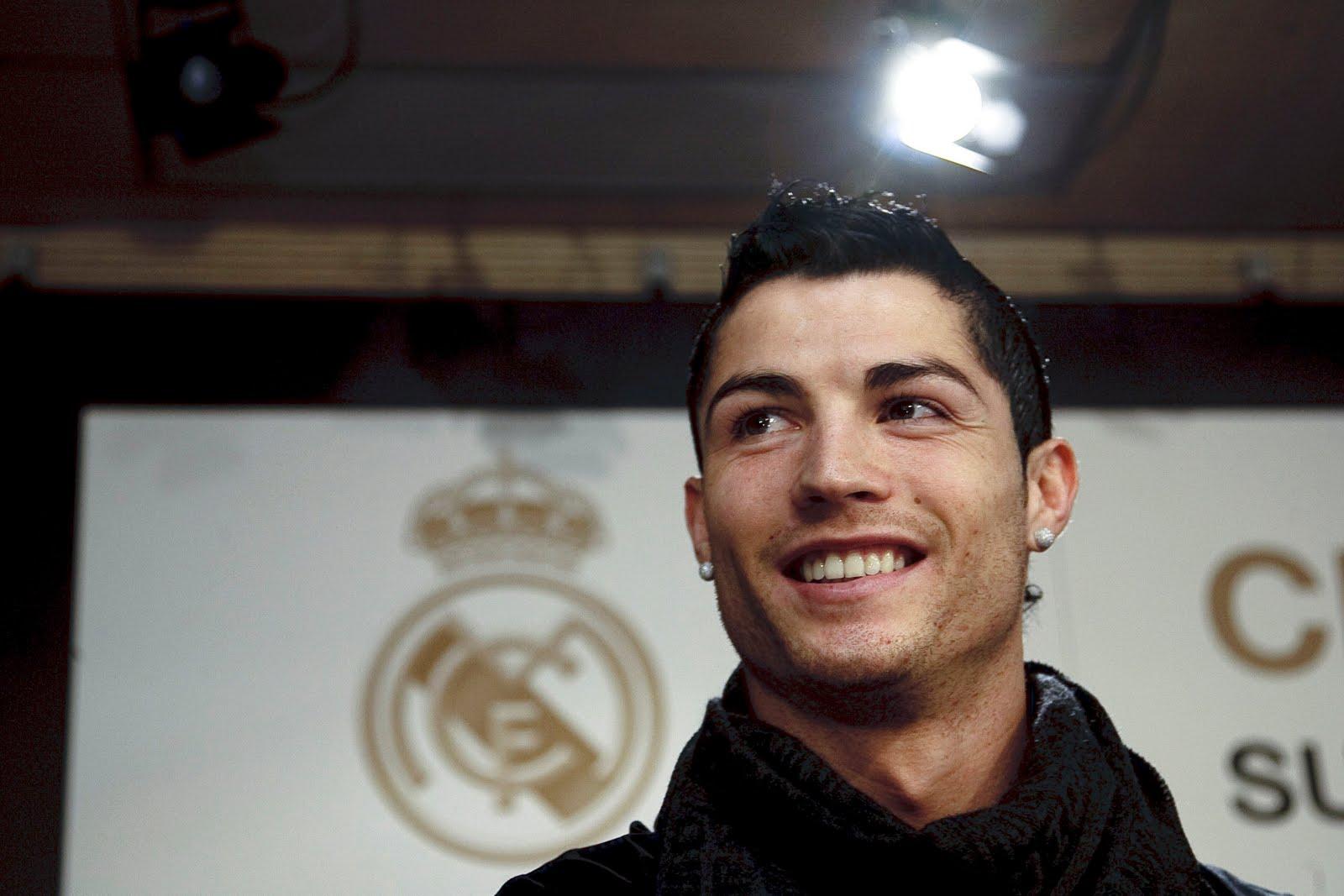 http://4.bp.blogspot.com/_6A8j2EQmANk/S8wZc_76C2I/AAAAAAAACXY/hwsdiJqxfoA/s1600/Cristiano+Ronaldo6.jpg