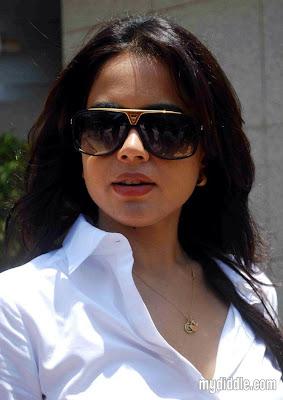 Sameera Reddy Hot Photo
