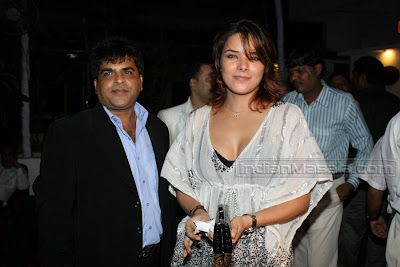 udita  goswami   is going   nice  party  in  enjoy.