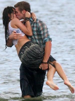 Miley Cyrus ,  Liam Hemsworth Australian  actor