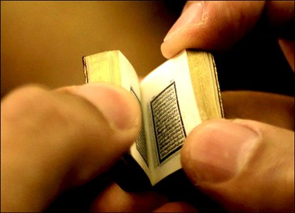 World's smallest handwritten Holy Koran! (Photo)