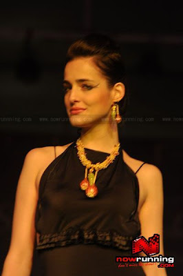 Gaja Jewellery Collection - Chitrangada and other hotties Walk on the Ramp