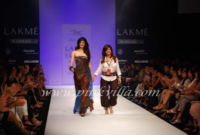 Pooja Bhatra Walks on the Ramp @ Babita Malkani show
