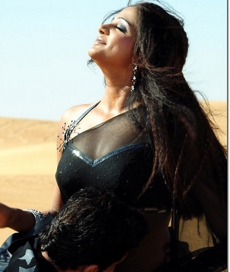 desi woman cleavage in public