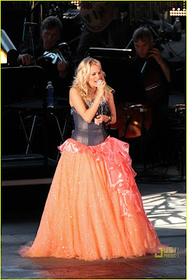 Carrie Underwood Sounding Hollywood Bowl Photos