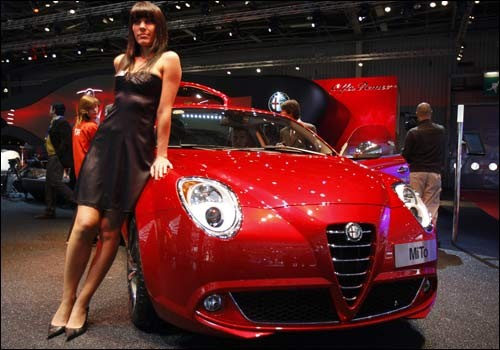 Paris Motor show Beautiful girls with attractive car pictures