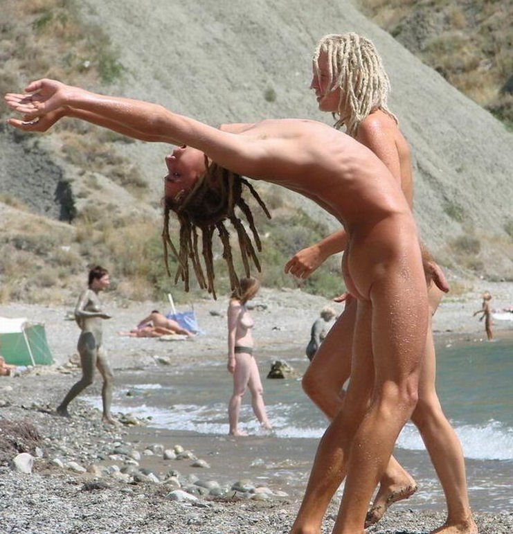 [Arched_3_beach+dreadlocks.jpg]