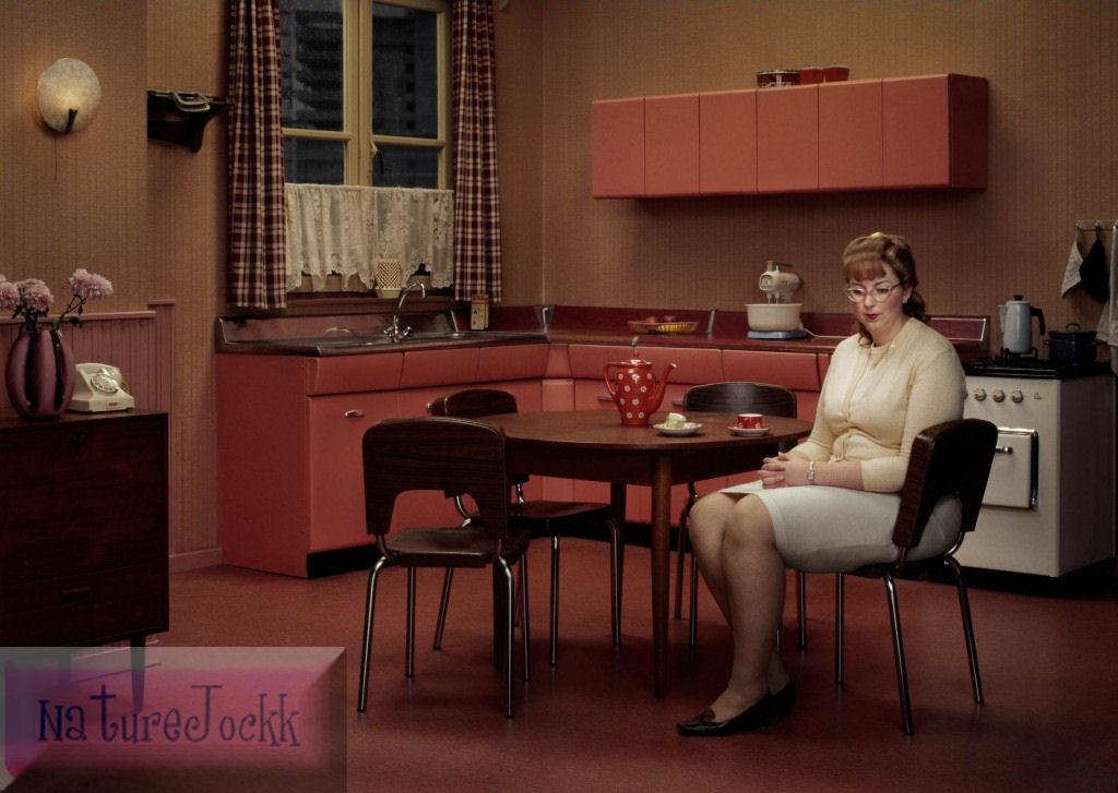[Avant+Garde_3_Lonely+woman+in+red+kitchen.jpg]