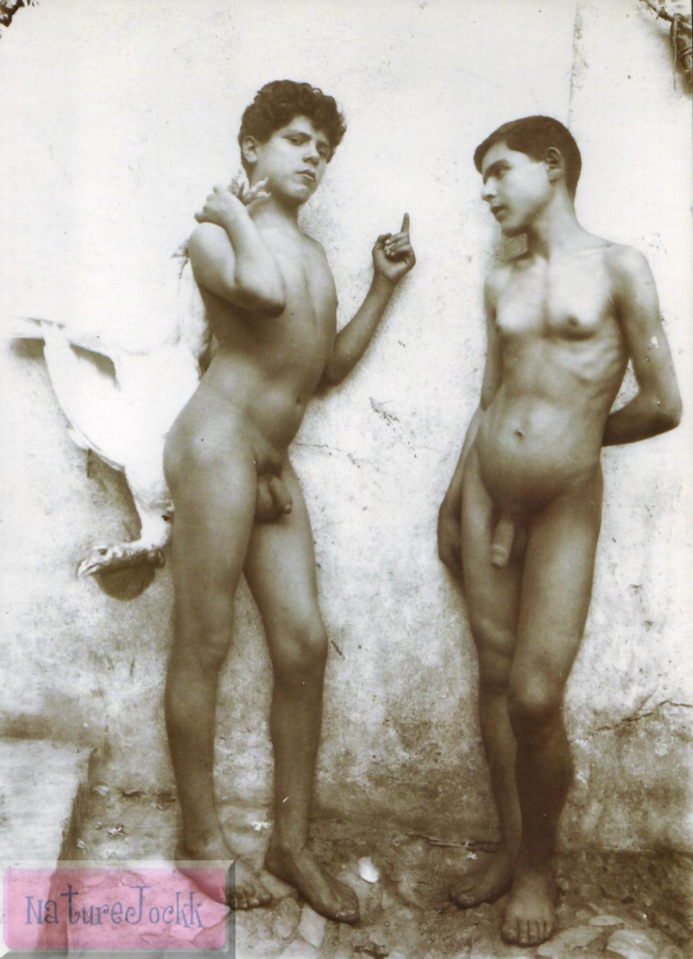 [Gloeden,_Wilhelm_von_(1856-1931)_-_n._1121_-_da_-_Amore_e_arte,_p._77.jpg]