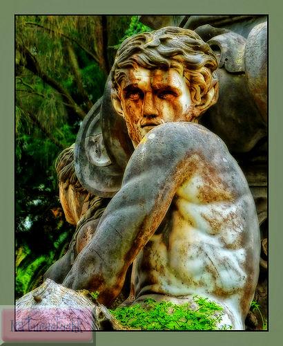 [Statue_2.jpg]