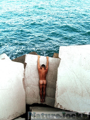 [Male+nude_6_at+oceans+door.jpg]