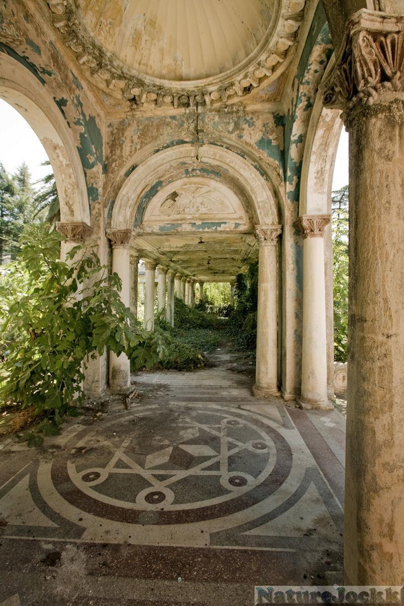 http://4.bp.blogspot.com/_6ANko4sjweM/SwrmBdx-liI/AAAAAAAAXFc/lCb-SHUzZCA/s1600/The+Villa+gardens_6_garden+pathway.jpg