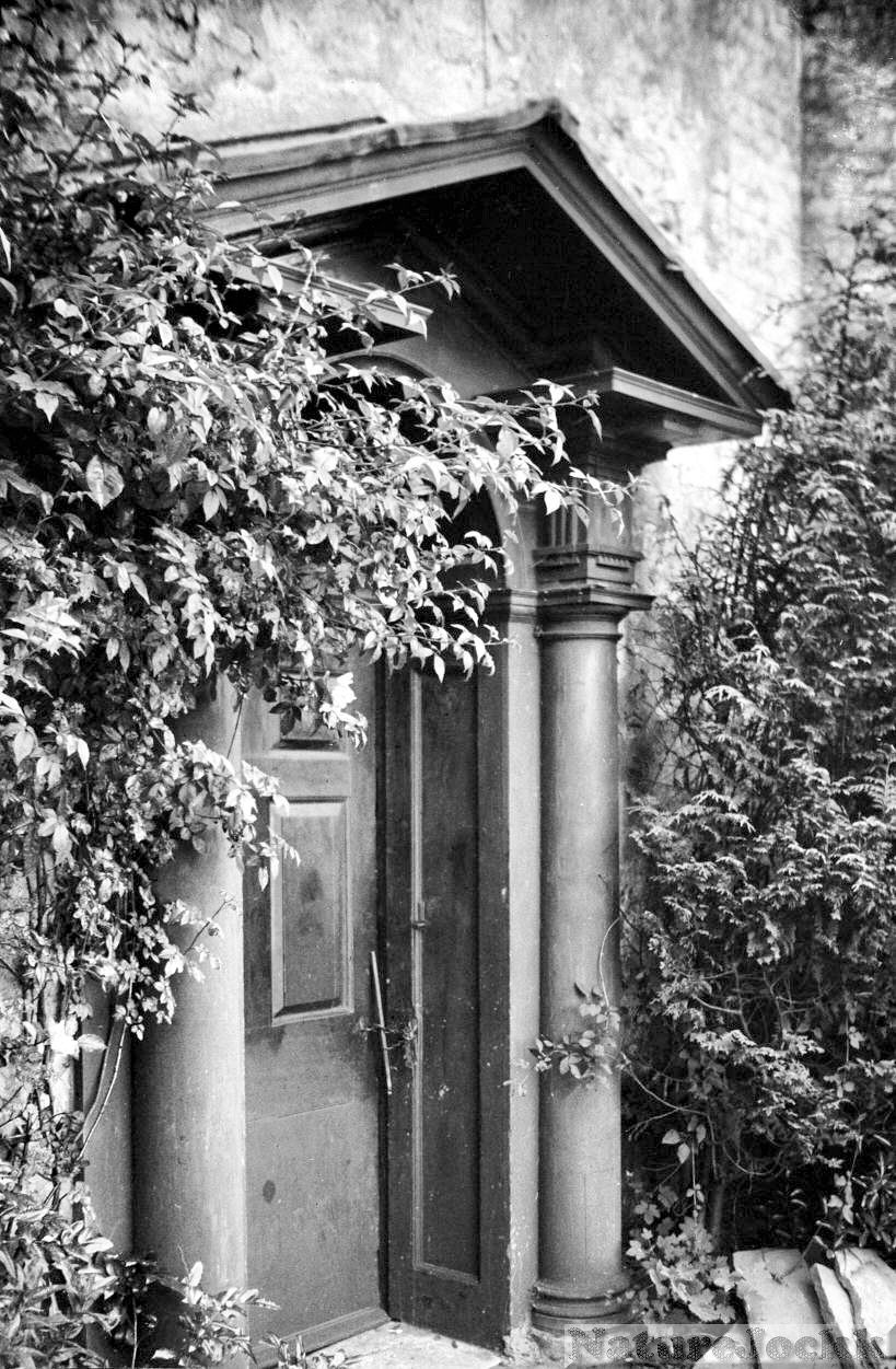 [the+villa+gardens-1-Martineau+Lane+Villa+Gardens+Georgian+door+[1705]+1937-06-10.jpg]