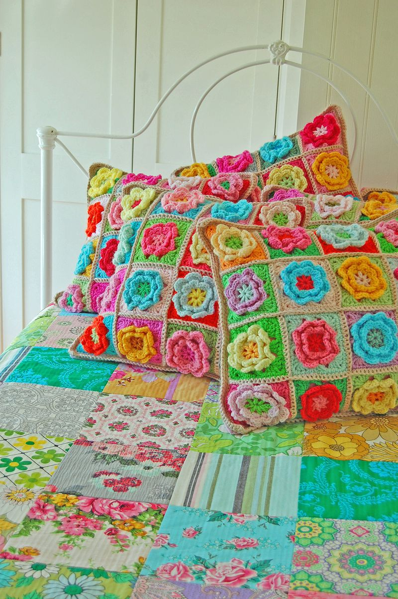 Crochet Pattern Granny Square Pillows : Crochet a Pretty Flower Square Pillow Curly Girls ...
