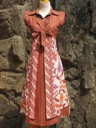 Baju batik gaul, cocok untuk segala usia.