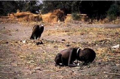 Afrikali çocuk ve akbaba