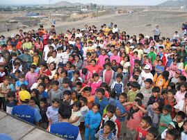 cerca de 500 niños de diferentes lugares