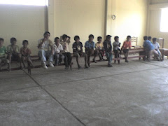 JUGANDO EN EL CENTRO COMUNAL
