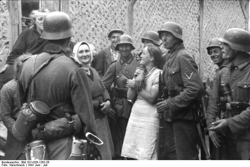 [German+soldiers+with+Russian+civilians+in+propagana+photo+of+1941+Wikipedia]