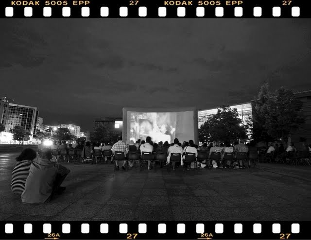 Evry Daily Photo - Cinema en Plein Air - Place des Droits de l homme bw 2