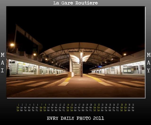 Evry Daily Photo - calendrier Evry 2011 - Calendar Evry 2011 - Mai 2011 - La gare routiere et les bords de seine