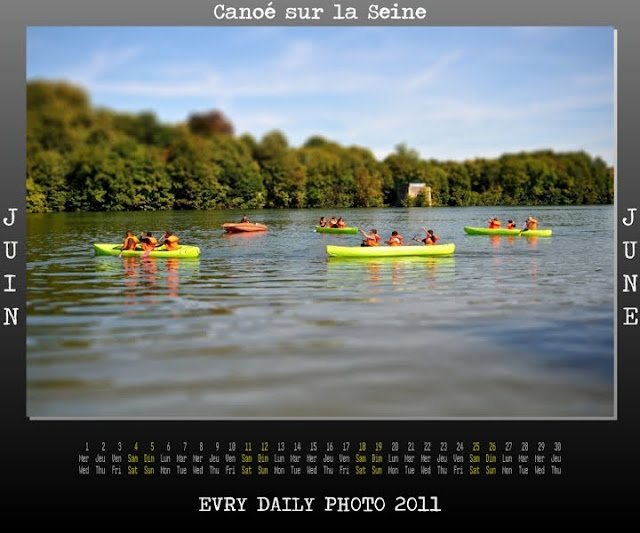 Evry Daily Photo - Calendrier Evry 2011 - Calendar Evry 2011 - Canoe sur Seine - La Cathedrale de la Ressurection