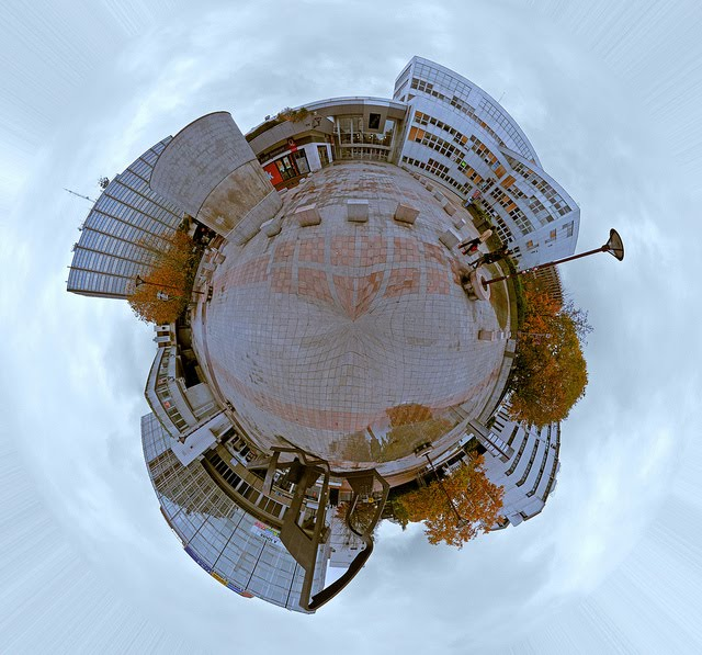 evry daily photo - panoramique 360 - Create Your Own Planets - place de l agora