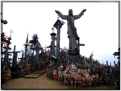 http://4.bp.blogspot.com/_6I27LgG9bck/ScnJvswWWuI/AAAAAAAAI_U/uflv40xuK54/s400/Hill-of-Crosses-2.jpg